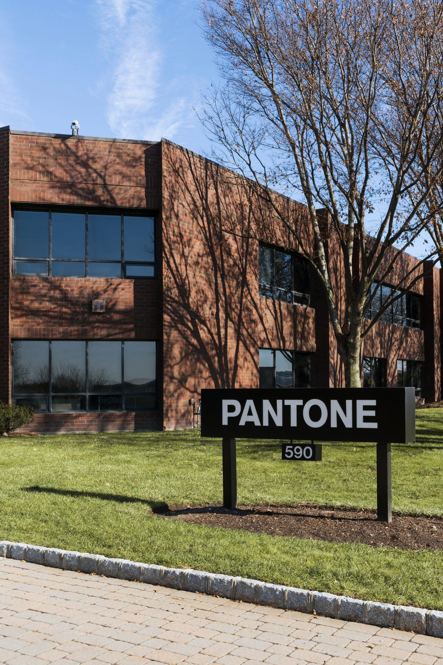 590 Commerce Pantone Exterior